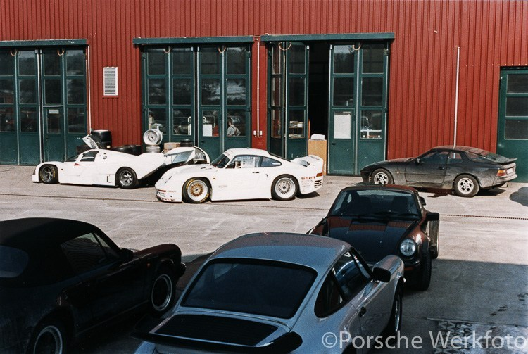Porsche 962 IMSA and 961 in front of the race department at Weissach, March 1987